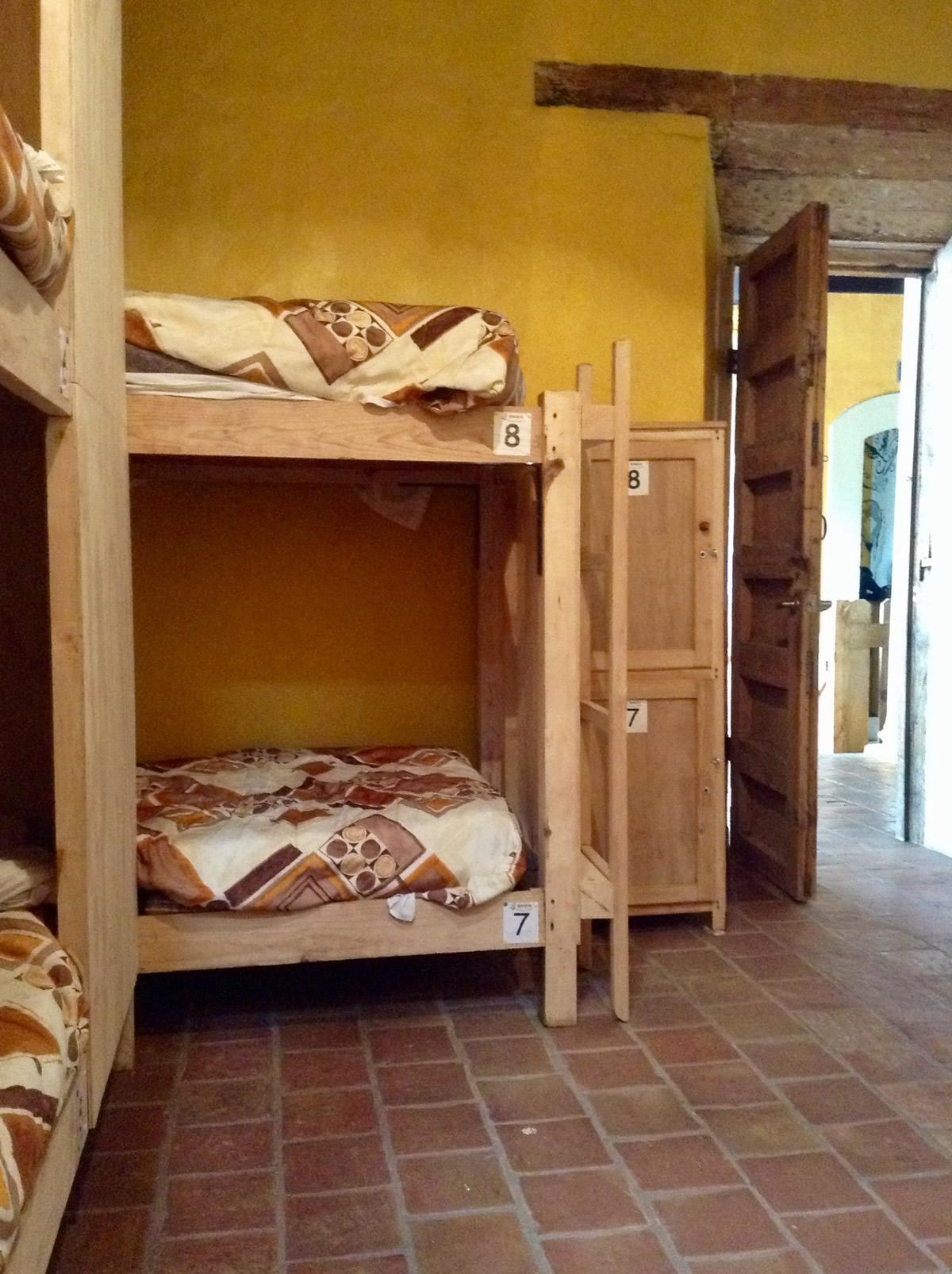 8 beds dorm mixed